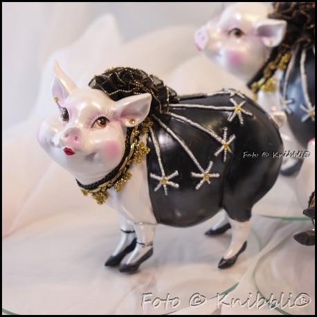 Sparschweinchen als bezaubernde Diva 01